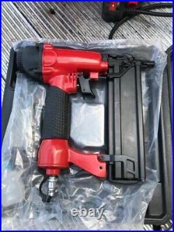 Sealey SAO615KIT 6 litre air compressor with nail/staple gun. 240v